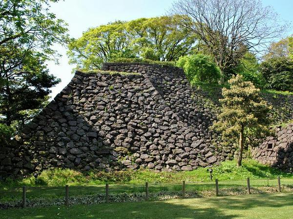 東の丸北面石垣(戌亥櫓跡下)