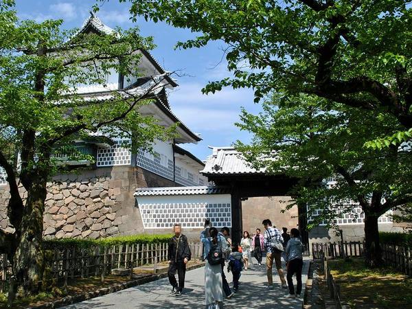 外から見た石川門