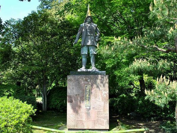 前田利家公の像