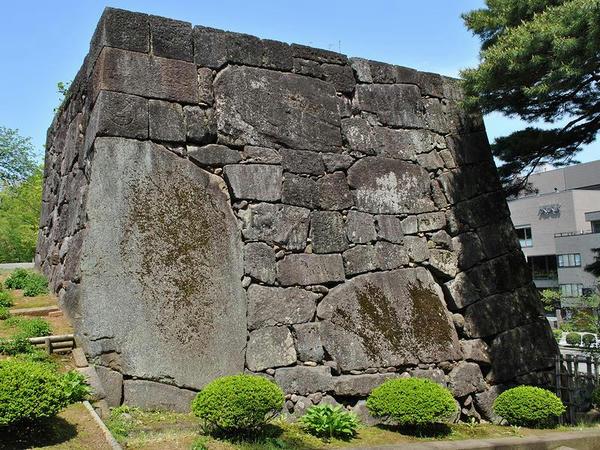 大手門(尾坂門)の石垣