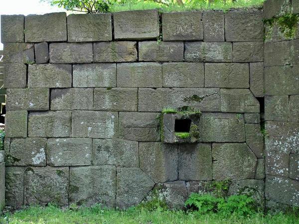 刻印された石の数々