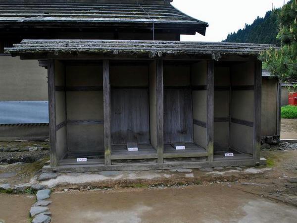 復元された武家屋敷のトイレ