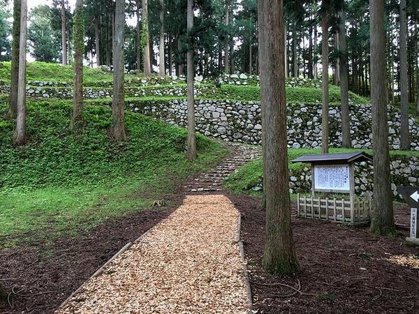 七尾城の石垣など