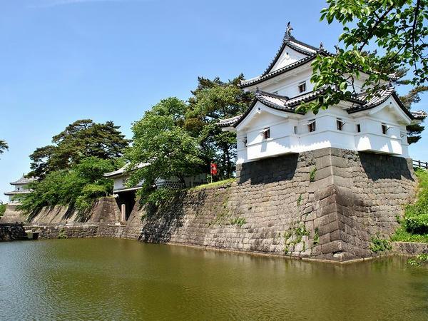 辰巳櫓と本丸表門と水堀