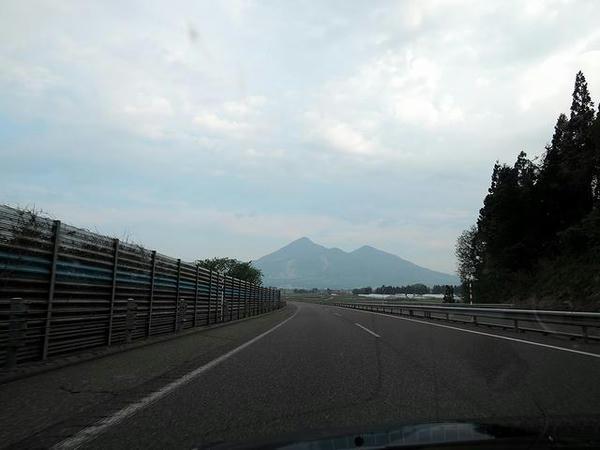 磐越道から見た磐梯山