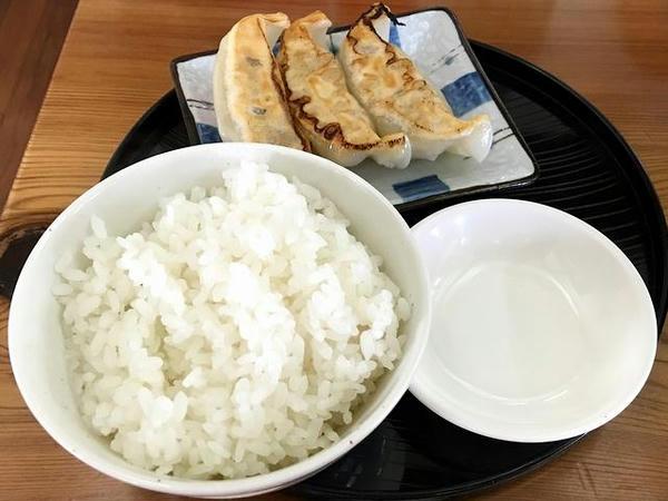 Aランチ(焼餃子3コ・半ライス) 180円