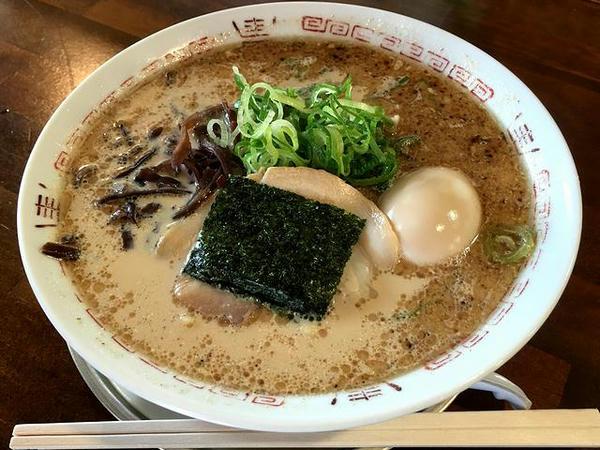 豚骨醤油味玉ラーメン 620円