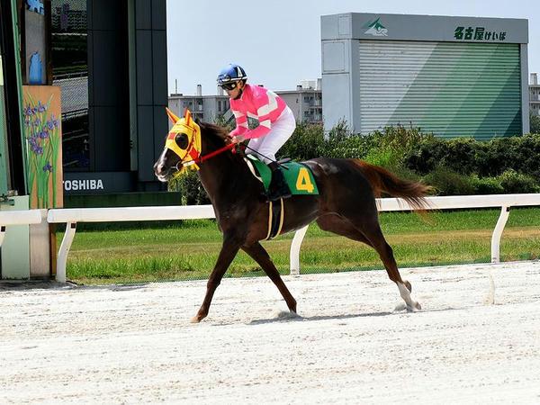 返し馬に入る岡部誠騎手(第3レース)