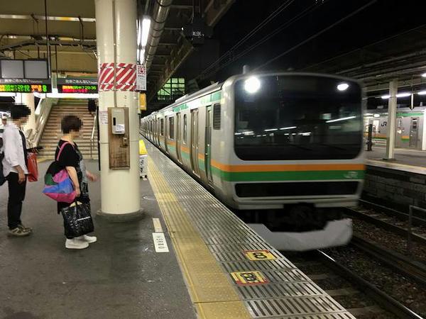 宇都宮駅に入線する上野行き通勤快速