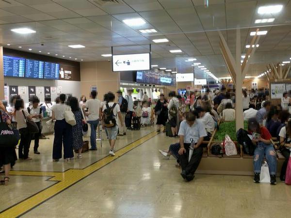 混雑するバスタ新宿