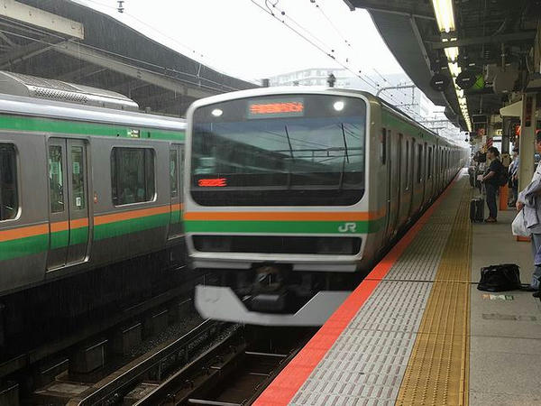 横浜駅に入線する宇都宮行き快速ラビット