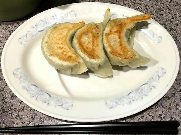焼餃子3ケ 270円