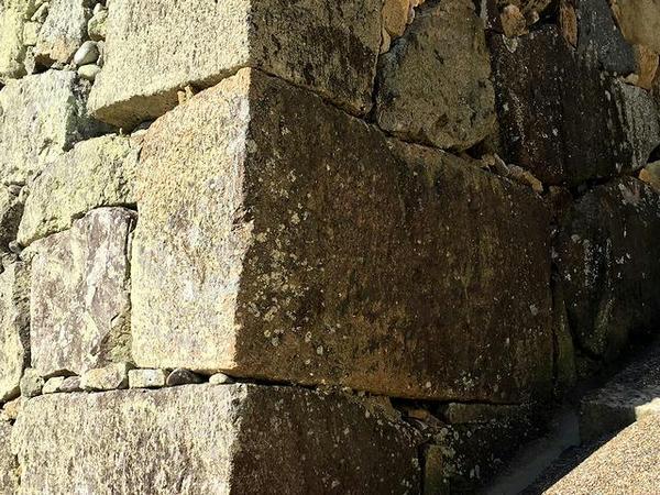 石垣に使われている石棺