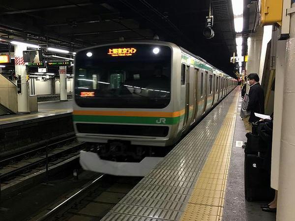 宇都宮駅に入線する熱海行き普通列車