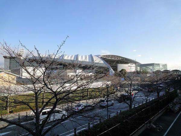 地上通路から見た阪神競馬場