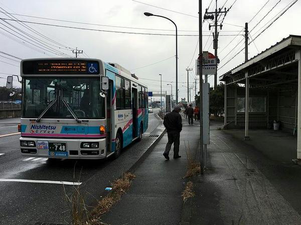 競馬場前バス停と乗車した路線バス