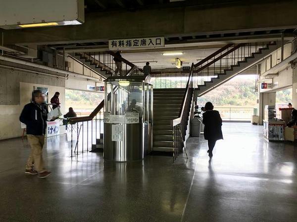 有料指定席入口(2階)