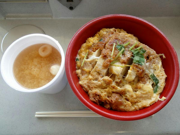 卵とじ丼 580円 + みそ汁 100円