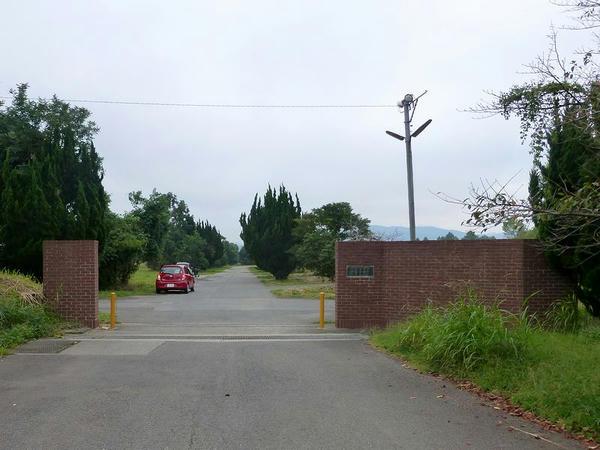 厩舎団地入口
