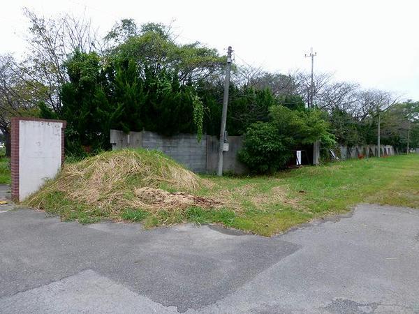 入口付近の外周ブロック塀