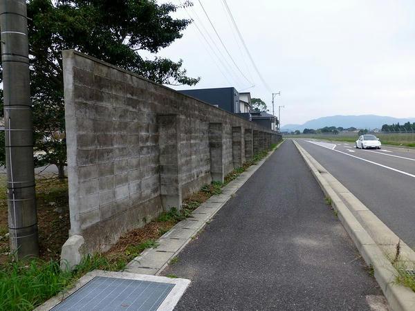 西端の外周ブロック塀
