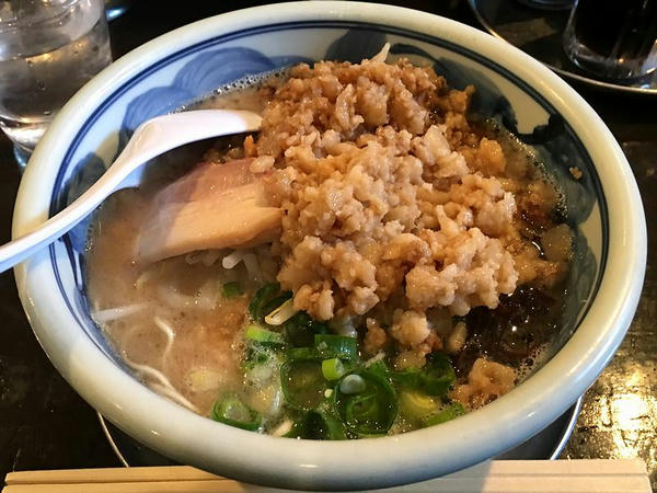 ゴリ豚(細麺・ばり・背脂マシ) 750円