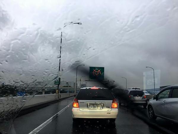雨・渋滞の首都高を