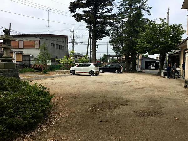 八幡神社の境内