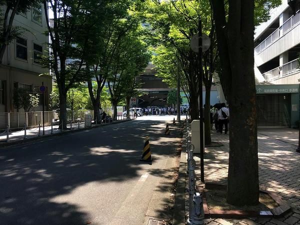 バス停から中央口へ