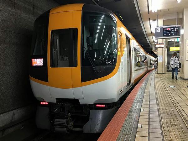 大阪難波方の22600系電車「新Ace」