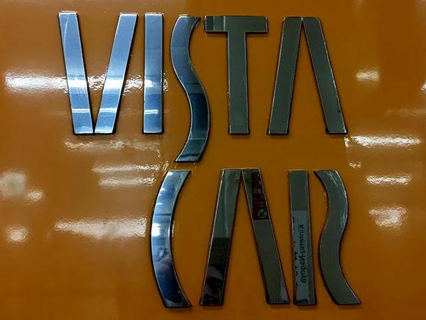 2階建て車両側面VISTA CARロゴ