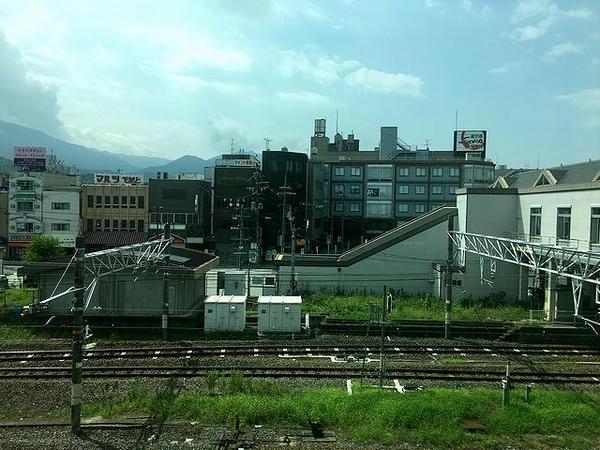 桜井駅を通過