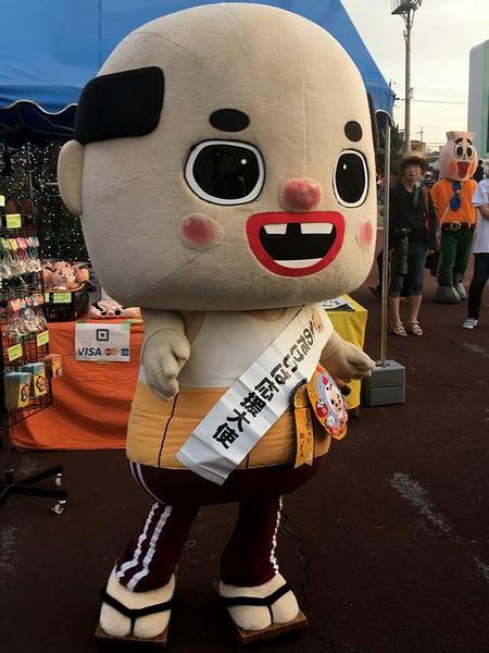 園田競馬応援大使ちっちゃいおっさんと写り込むとっくりん