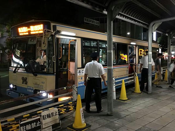園田駅に到着した無料送迎バス