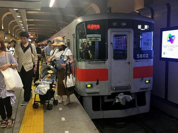 神戸三宮駅に到着した姫路行き直通特急