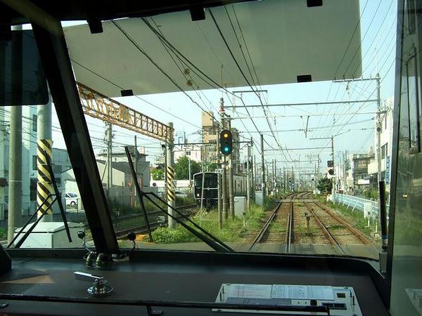 大牟田駅手前ではJR車両と顔合わせ