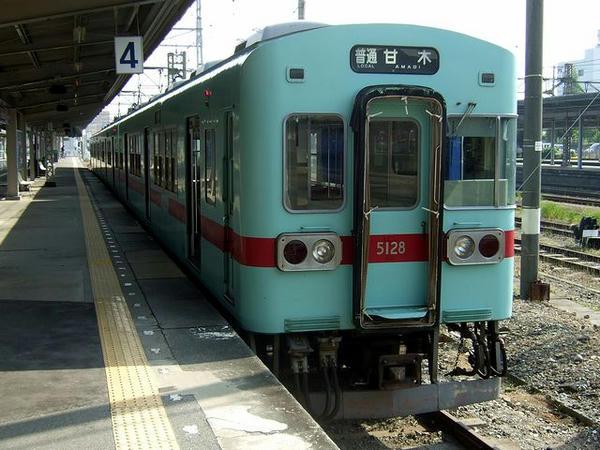 大牟田駅で発車を待つ9082(※行き先表示は「甘木」行き)