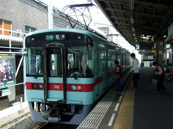 久留米駅で発車を待つ7500