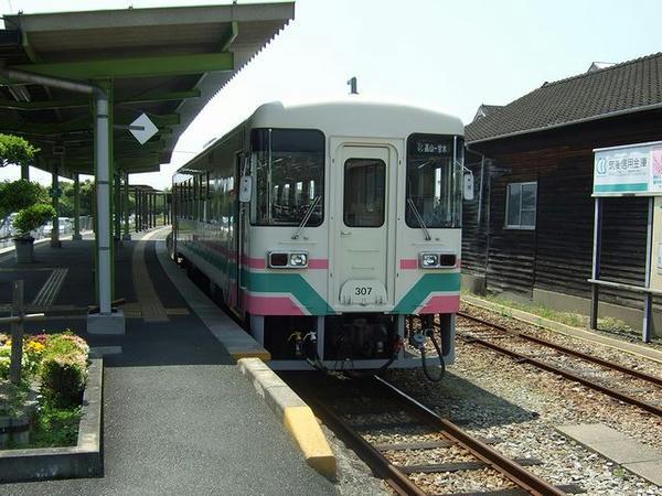 甘木駅で発車を待つ120