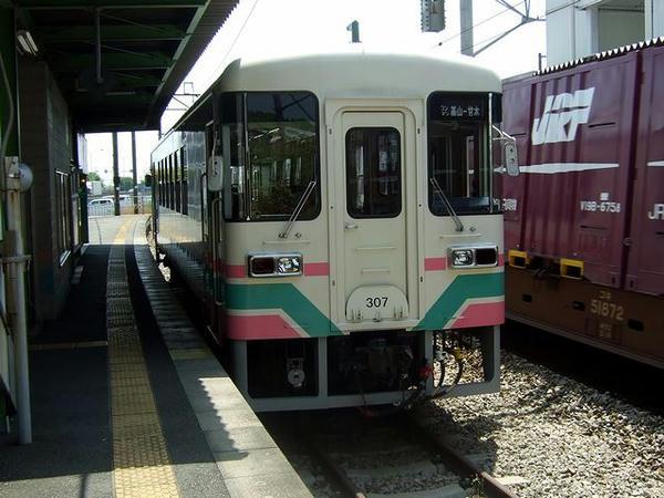 基山駅で発車を待つ131