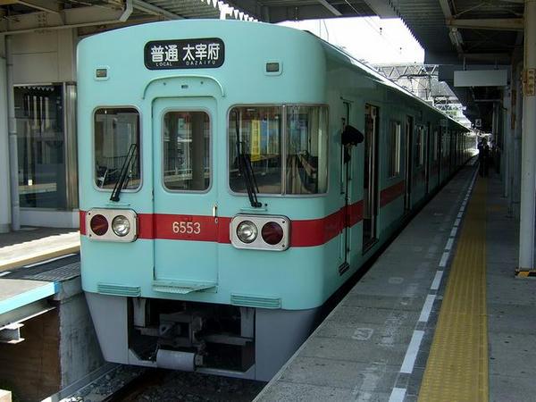 二日市駅で発車を待つ8133