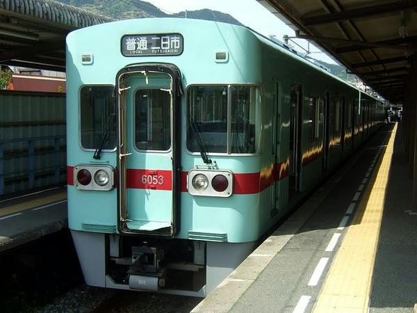 太宰府駅で発車を待つ6140