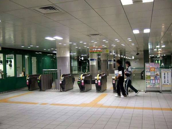 福岡市地下鉄橋本駅の観察口付近