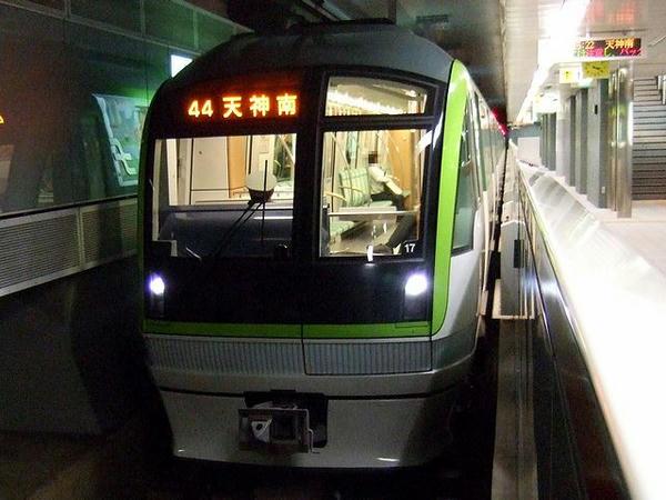 橋本駅で発車を待つ177