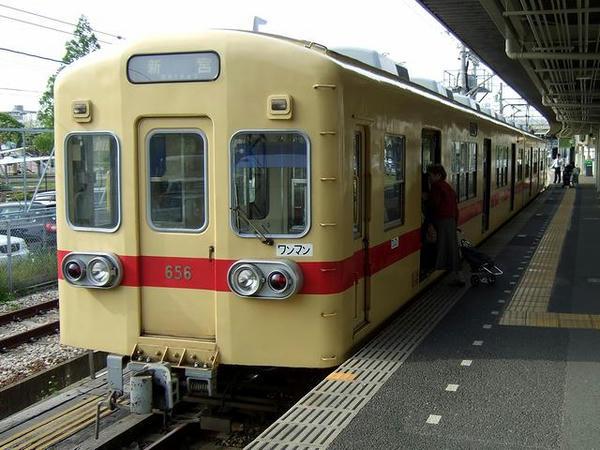 貝塚駅で発車を待つ1602