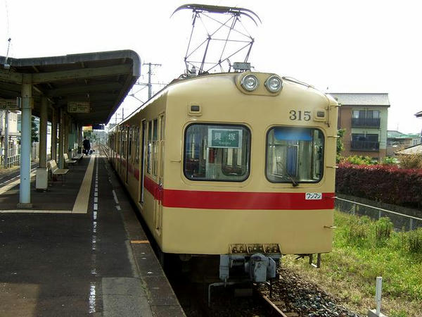 西鉄新宮駅で発車を待つ1701