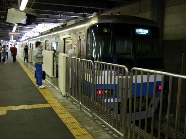 貝塚駅で発車を待つ391