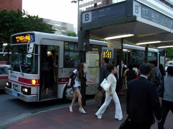 博多駅前に到着した路線バス