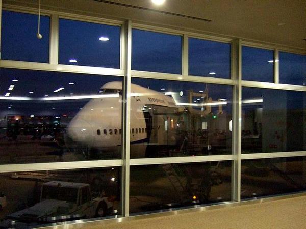 福岡空港7番スポットで出発を待つANA270便