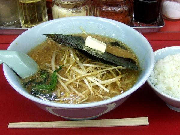 味噌ネギラーメン(脂普通・味普通・麺普通) 690円 + バター 50円 + 半ライス 110円
